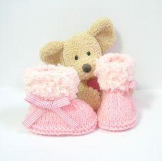 Chaussons bébé roses 0-3 mois au tricot avec ruban rose vichy Tricotmuse : Mode Bébé par tricotmuse