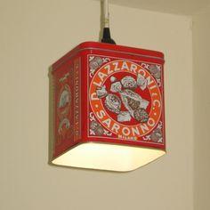#lámpara hecha con #caja de #galletas #vintage