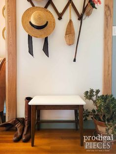 Vintage Mid Century Modern Bench Seat with Updated Makeover by Larissa of Prodigal Pieces | prodigalpieces.com #prodigalpieces #vintage #midcentury #modern Home Inventory, Modern Bench, Bench Seat, Midcentury Modern, Furniture Makeover, Mid Century, Projects, Vintage, Diy