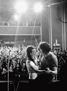 Jack and Meg White - favorite rock n' roll couple ❤ The White Stripes Meg White, Jack White, Black And White, Music Love, Music Is Life, Rock Music, The White Stripes, Indie Clothing Brands, Seven Nation Army