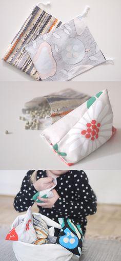 DIY Hernepussit / Beanbags // Hauskat hernepussit lasten leikkeihin syntyvät yli jääneistä kangastilkuista yhdessä puuhaten. Ompele neliön mallisia pusseja, täytä herneillä ja kiinnitä avoimen sivun reunat taittaen, jotta saat pussiin kolmion muodon.