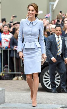 Kate Middleton Meets King Willem Alexander of The Netherlands!: Photo Catherine, Duchess of Cambridge (aka Kate Middleton) meets with King Willem Alexander of the Netherlands at Villa Eikenhorst on Tuesday (October in The Hague,… Kate Middleton Outfits, Vestido Kate Middleton, Cabelo Kate Middleton, Moda Kate Middleton, Looks Kate Middleton, Kate Middleton Wedding Dress, Princesa Kate Middleton, Kate Middleton Photos, Kate Middleton Fashion