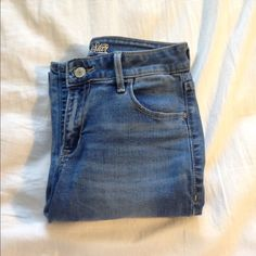 Skinny jeans Rockstar fit Old Navy skinny jeans, size 2. I'm willing to bundle on the jeans if interested! Old Navy Jeans Skinny