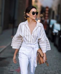 Fashion Dresses Love this striped linen blouse and high waisted pants with cute tied belt. Mode Outfits, Chic Outfits, Fashion Outfits, Womens Fashion, Estilo Fashion, Look Fashion, New Yorker Mode, New York Street Style, Chic Fashionista