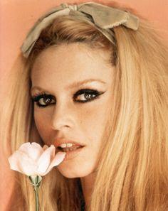 Natural makeup with seductive eyes via Brigitte Bardot.