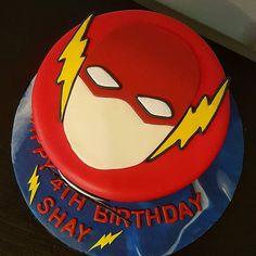The Flash Birthday Cake 4th Birthday Cakes For Boys, Flash Birthday Cake, Flash Cake, Themed Birthday Cakes, Superhero Birthday Party, Star Wars Birthday, Themed Cakes, 5th Birthday, One Layer Cakes