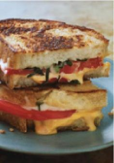 Grilled Cheese Margherita – Everything that's good about a margherita pizza in a tasty grilled cheese sandwich. Get this recipe on the dinner table in only 15 minutes!