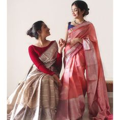 Featuring delicate and classy handwoven Organza Kanchipuram silk sarees. In the frame Organza - Season Favourite. Featuring delicate and classy handwoven Organza Kanchipuram silk sarees. In the frame Silk Saree Blouse Designs, Fancy Blouse Designs, Saree Blouse Patterns, Blouse Neck Designs, Blouse Batik, Kurta Designs, Dress Indian Style, Indian Dresses, Sari Dress