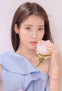 The Effective Pictures We Offer You About korean beauty tips A quality picture can tell you many thi Iu Short Hair, Short Hair Styles, Beauty Trends, Beauty Hacks, Diy Beauty, Kim Chungha, Korean Beauty Tips, Iu Fashion, Korean Celebrities
