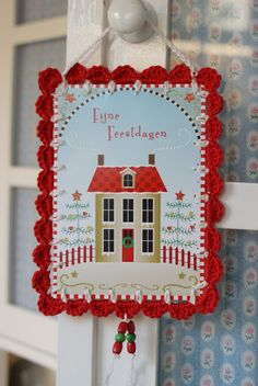 dutch sisters: Tutorial: Recycled Christmas-card with crochet scallop edge as ornaments! I love this!!