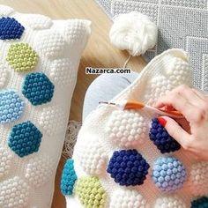 Crochet Pillow, Knit Crochet, Paint Colors For Living Room, Knitted Bags, Learn To Crochet, Beautiful Crochet, Knitting Needles, Blackwork, Crochet Patterns