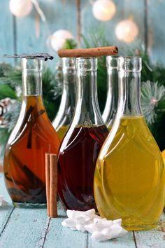 Házi kivonatok recept Pina Colada, Vodka, Wine Decanter, Planer, Barware, Alcoholic Drinks, Food And Drink, Cooking Recipes, Herbs