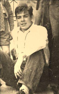 Comandante Ernesto Che Guevara - the Argentine-Cuban guerrilla fighter, revolutionary leader,. Che Quevara, Che Guevara Photos, Cuba History, Viva Cuba, Ernesto Che Guevara, Aboriginal History, Famous Pictures, Fidel Castro, Karl Marx