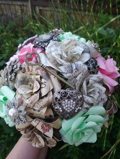 Book Page Themed Playing Card Wedding Bouquet With Embellishments. Beaded Bouquet, Diy Bouquet, Wedding Flower Alternatives, Wedding Ideas, Wedding Bouquets, Wedding Flowers, Alternative Wedding, Book Pages, Burlap Wreath