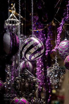 Purple Christmas Delight - Beautiful purple Christmas decor with shinny beads, glass and glitter hanging in a grouping. Purple Christmas Tree Decorations, Christmas Swags, Silver Christmas, Christmas Centerpieces, Christmas Colors, Christmas Themes, Christmas Bulbs, Peacock Christmas, Royal Christmas