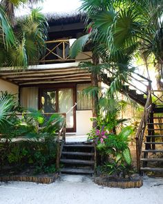 12 Amazing Tropical Houses That Will Leave You Breathless – indoorjungle Tulum, Hut House, Dream Beach Houses, Bamboo House, Hawaii Homes, Beach Bungalows, Craftsman Style Homes, Tropical Houses, Beach Cottages