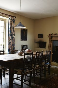 Restored country homestead Tasmania  // chintz // floral curtains