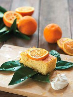 Μια νόστιμη και απολαυστική πορτοκαλόπιτα πλούσια σε σιρόπι.