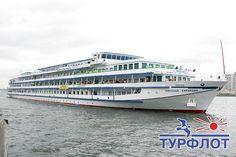 Приглашаем Вас совершить речной круиз на комфортабельном теплоходе Николай Карамзин. http://turflot.ru/cruises/rivership/karamzin