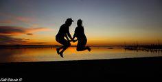 Casal no por do sol, visto do condomínio Bela Vista, no rio Tietê em Novo Horizonte - (SP)