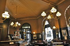 Café Sperl,Vienna,Austria.Built and furnished by Gross&Jelinek in 1880. Кафе Сперл, Вена, Австрия. Гросс и Елинек в 1880 году. 咖啡店 Sperl,维也纳,奥地利 格罗斯&耶利内克   在1880年。 Photo:	Andreas Faessler/Wikipedia