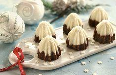 Ingredience 250 g mletých sušenek 40 – 50 g moučkového cukru 2 – 3 lžíce kakaa 100 g rozpuštěného másla 1 – 2 lžičky rumu 50 ml mléka 1.5 dl mléka 1 lžíce moučkového cukru 1 vanilkový cukr 1 lžička másla 80 g kokosu 1 lžíce hladké mouky Postup přípravy Kokosová vrstva: 1.5 dl mléka […] Christmas Sweets, Christmas Goodies, Christmas Baking, Catering, Panna Cotta, Cheesecake, Nutella, Food And Drink, Pudding