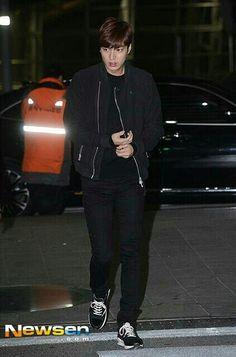 04/17/15 Lee Min Ho at Incheon Airport earlier heading️ to Xiamen, China (c) logo