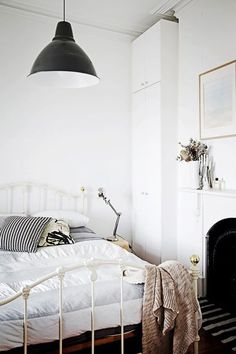 90 Great and Romantic Bedroom Decor Ideas - Home Decor & Design Cozy Bedroom, Bedroom Inspo, Dream Bedroom, Bedroom Decor, Bedroom Ideas, Shabby Bedroom, Shabby Cottage, White Bedroom, Budget Bedroom