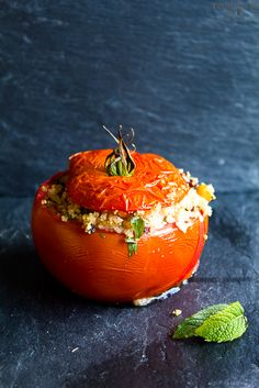 """If this was stuffed with any more goodness it might explode. beautifulpicturesofhealthyfood: """" Stuffed tomatoes with couscous, kalamata olives, chickpeas and tahini sauce…RECIPE """" Healthy Snacks, Healthy Eating, Healthy Dinners, Vegan Budget, Yummy Veggie, Delicious Food, Clean Dinner Recipes, Vegetarian Recipes, Healthy Recipes"""