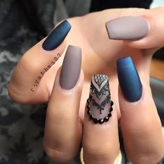 nails and black Bild