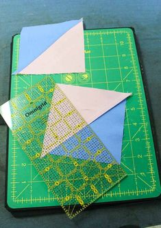 Quilting Tips, Quilting Tutorials, Machine Quilting, Quilting Projects, Quilting Designs, Sewing Projects, Quilt Block Patterns, Quilt Blocks, Half Square Triangle Quilts Pattern