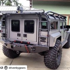 Hummer with Exoskeleton. Custom plate steel body panels and bumper. Self healing tire sidewalls. Hummer H1, Auto Jeep, Cool Trucks, Big Trucks, Cool Cars, Offroader, Bug Out Vehicle, Zombie Vehicle, Expedition Vehicle