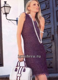Маленькое платье без рукавов, с короткой бахромой. Вязание спицами