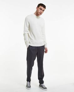 Duncan is a mock neck knit style, knit in a racking stitch, creating a racking pattern on the backside and rib effect on the frontside. Made in a wool blend. Aodan is 188 cm / 6'2 and is wearing a size M Regular fit Mock neck knit style Made in a wool blend