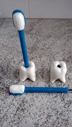 Porta Caneta Escova Dentes em Biscuit  Caneta Bic Azul