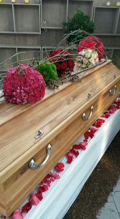 A very unusual but lovely casket floral display. Casket Flowers, Grave Flowers, Funeral Flowers, Funeral Floral Arrangements, Flower Arrangements, Remembrance Flowers, Casket Sprays, Grave Decorations, Sympathy Flowers