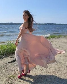 Flowing Dresses, Maxi Dresses, Wind Skirt, Silk Gown, Windy Day, Plein Air, True Beauty, Bollywood Actress, Fashion Beauty