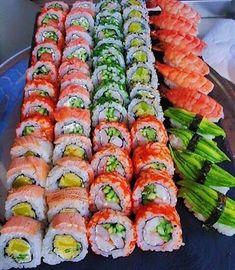 I just love the food and the look🖤 Ramen Comida, Sushi Comida, I Love Food, Good Food, Yummy Food, Japanese Food Sushi, Japanese Desserts, Sushi Platter, Sushi Buffet