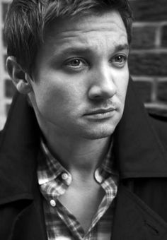 Can I have Jeremy Renner in my bedroom right now? XD
