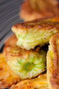 Beignets de Fleurs de Courgettes Farcies Food for Love – Food for Healty Greek Recipes, Italian Recipes, Healthy Eating Tips, Healthy Recipes, Greek Menu, Appetisers, Food Inspiration, Love Food, Entrees
