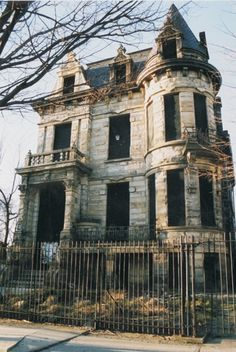 #Oldhouses Franklin Castle in Cleveland, Ohio