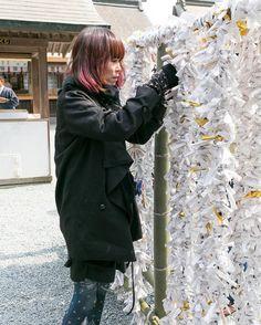 2016.0426 阿蘇神社の置かれている現状 . Facebook運営をお手伝いさせていただいております阿蘇市在住の中島です 先日行われた文化庁の調査によって阿蘇神社は再建可能というニュースに胸を撫で下ろした方も多いと思います しかし 阿蘇神社の関係者にお話を伺ったところ木材を再利用するという物理的な事実は確認できましたが重要文化財に指定されていない拝殿神様にお参りをする場所に関しては全額阿蘇神社の自費で再建しなければならないそうです  今回の地震で全壊した阿蘇神社の建物は楼門と拝殿 半壊は拝殿の奥にあるつの神殿です なぜ阿蘇神社の全ての建物が重要文化財に指定されていないのか伺ったところ阿蘇神社の中心に位置する拝殿は他の建物より新しく昭和23年に改築されたことにより重要文化財に含まれていませんもちろん建物としては昭和初期の近代和風建築として高く評価されています 拝殿以外の建物に関しては改修ではなく修復されたことにより重要文化財に指定されています…