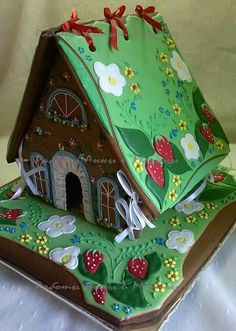 beautiful gingerbread house for sale (site not in English) Christmas Gingerbread House, Christmas Sweets, Noel Christmas, Gingerbread Man, Gingerbread Cookies, Christmas Crafts, Cookie Cottage, Cookie House, Candy House