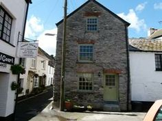 Characterful cottage believed originally to be a sail loft - on the level yards from the harbour.Cornwall