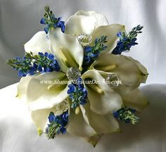 calla lilly and blue hydrenga wedding bouquet.
