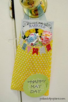 Love the idea of celebrating May Day (May 1st) with this cute gift and free printable