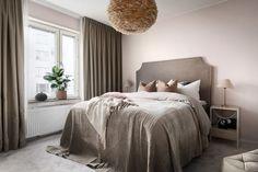 Scandinavian modern bedroom in beige colors feather lamp and velvet headboard. Scandinavian modern bedroom in. Scandinavian Modern, Scandinavian Bedroom, Best Home Interior Design, Modern Interior, Interior Decorating, Home Bedroom, Modern Bedroom, Bedroom Decor, Bedroom Inspo