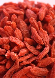 Food Techniques And Strategies For Healthy Goji Berry Remedies Dried Goji Berries, Berry, Exotic Fruit, Coral, Quick Snacks, C'est Bon, Natural Medicine, Raw Vegan, Cherry Tomatoes