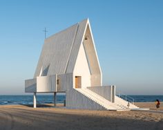 vector architects' seashore chapel in china is a space for peaceful reflection