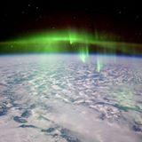 Así de maravillosas se ven las auroras desde el espacio.  Nos las enseña @astro_timpeake desde la Estación Espacial Internacional.  #iss  #aurorasboreales #fotodeldia #picoftheday #pictureoftheday #nasa  #esa #astronomy #astronomia #verde #tierra #earth #natgeoesp